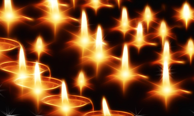 This image has an empty alt attribute; its file name is candles-141892_640.jpg