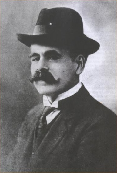 Black and White photograph of Ángel Villoldo in his early forties