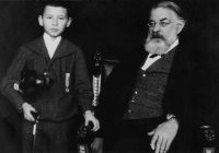 Black and White photograph of Joseph Joachim and a young Franz Vecsey c1905